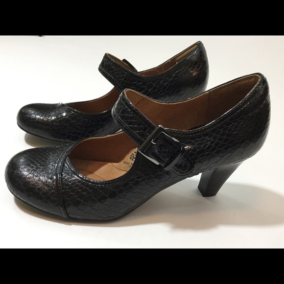 f808bd20df9c8 Sofft black patent leather Mary Janes