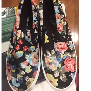 Ositos floral print slip on sneakers.