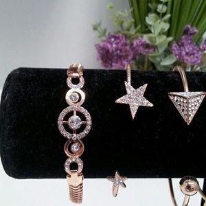 Jewelry - Elegant Gold and Diamond Circle Bracelet