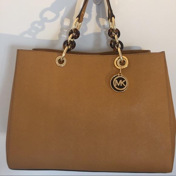 b3d8a61bb Michael Kors Bags | Cynthia Medium Leather Satchel Bag | Poshmark