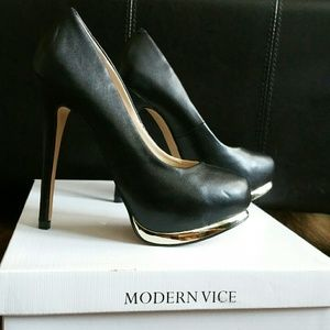 Modern Vice Shoes - Modern Vice Black Platform Pump Size 6