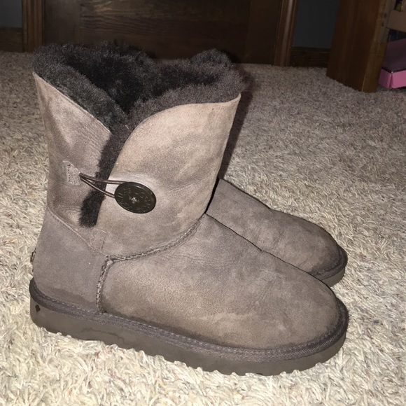 Furry boots are a great choice for any woman who wants to look her best, but still feel comfortable and warm. Suitable for wearing on a cold day or night, some products come with a waterproof liner inside that keeps the interior from feeling wet and allows the wearer to feel cozy for longer.