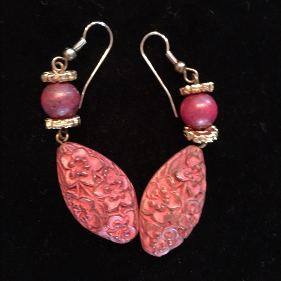 Jewelry - $5 earrings sale pretty carved pink