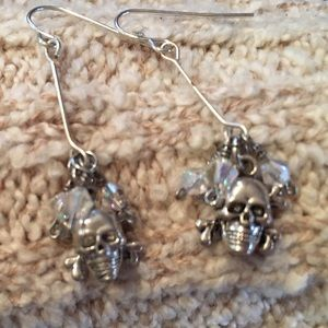 Very pretty petite skull dangle earrings