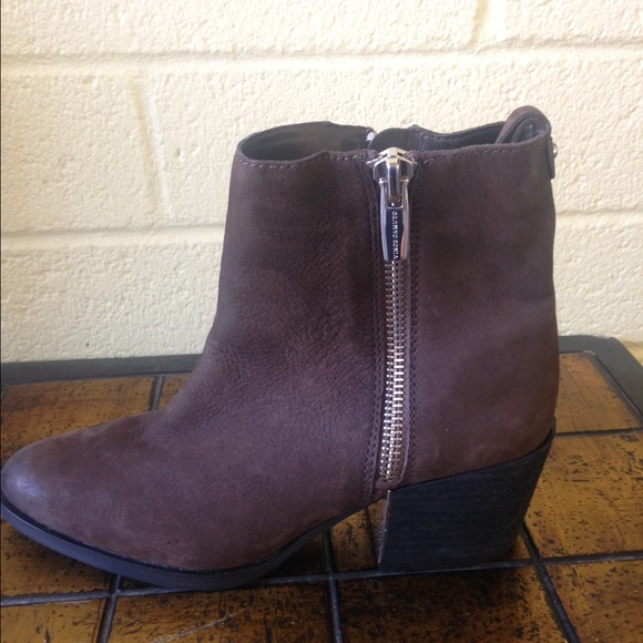 3de1be2e7d4 ... VINCE CAMUTO SZ 9 M BROWN SOFT NUBUCK H3. M 5845af3113302ac91b039bed
