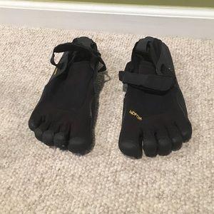 Vibram Shoes - US women's size 9 'finger' shoes for outdoor
