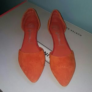 Jeffrey Campbell Shoes - JEFFERY CAMPBELL 7.5 ORANGE FLATS POINTED TOE