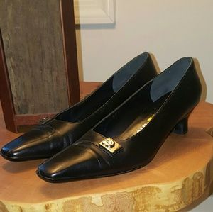 SALVATORE FERRAGAMO 8 B black classic heel