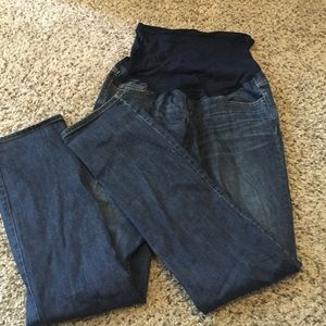 Flattering maternity jeans