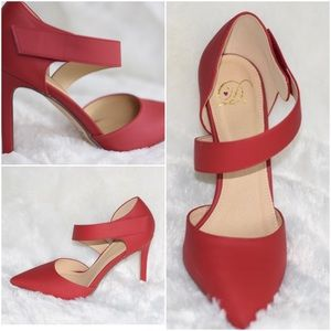 Shoes - Red Strappy Heel👠 Size 8