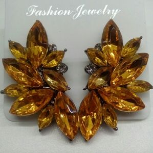 191 Unlimited Jewelry - One pair of earrings-  yellow