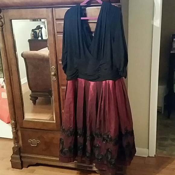 2 Toned Sl Fashion And Black Jessica Howard Dresses Bundle Of Two