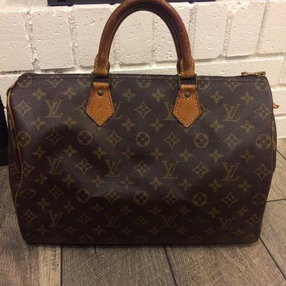 17a73edd95d4 Louis Vuitton Handbags - Authentic Louis Vuitton Speedy 35