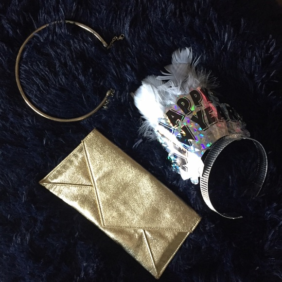Bags - Small Gold Envelope Clutch // Holiday ✨Date purse