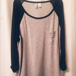 Black and Gray Baseball Tee⚾️