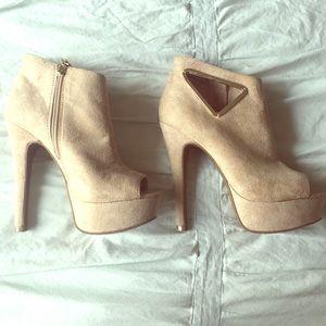BEBE size 6 heels