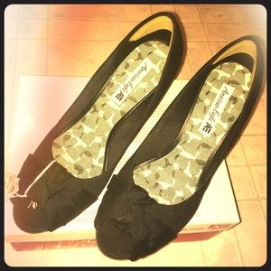 Black American Eagle wedges. Never been worn!