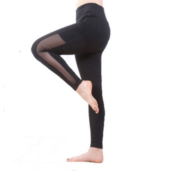 f25b52b5d77f Black Mesh Leggings Side Phone Pocket Yoga Pants. M_58476678fbf6f9a85b0395cb