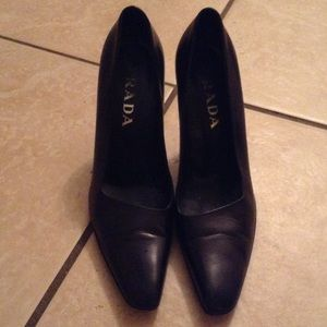 Vintage black Prada shoes sz 7/ 37