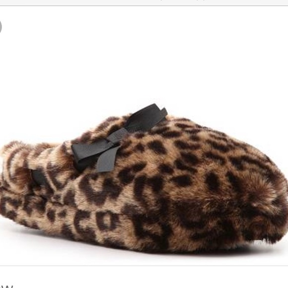 12321f61b1712 Fuzzy leopard Steve Madden slippers