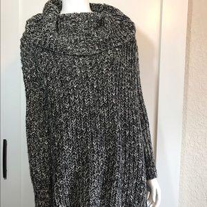 Zara knit Oversized turtle neck sweater. Small