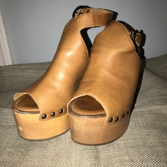 c82b1cf66c5 Matisse tiegs platform sandal. M 5847a3cb522b45838904aa86