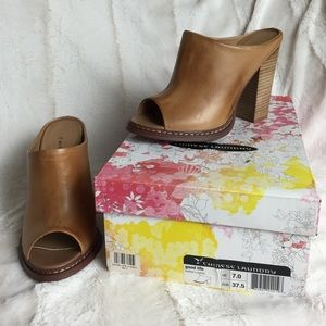BNIB Chinese Laundry GOOD LIFE Leather Mules 7
