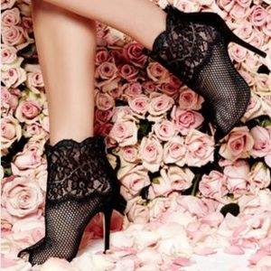 BNIB Chinese Laundry JEOPARDY Black Lace Booties 7