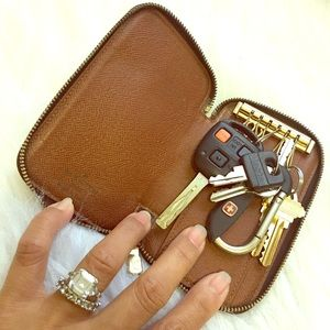 AUTHENTIC LOUIS VUITTON ZIPPERER 6-KEY HOLDER CLEA