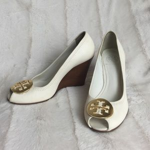 TORY BURCH REVA OPEN TOE WEDGES 7.5