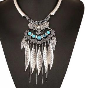 Jewelry - Stunning Statement Necklace
