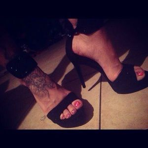 Brand new Carlos Santana heels!