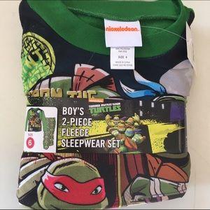 Boys 2 Piece Sleepwear Set NWT Ninja Turtles