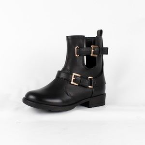 Strappy cut out ankle bootie (Lug-40 Black)