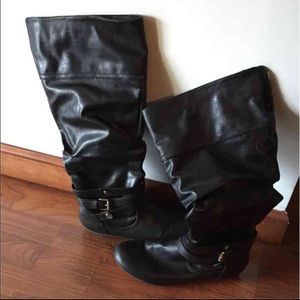 Black flat boots by rampage
