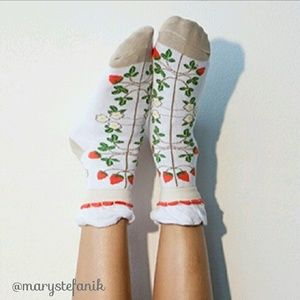 """Peony and Moss Accessories - {New} NWT Peony & Moss """"Strawberry"""" Ankle Socks"""