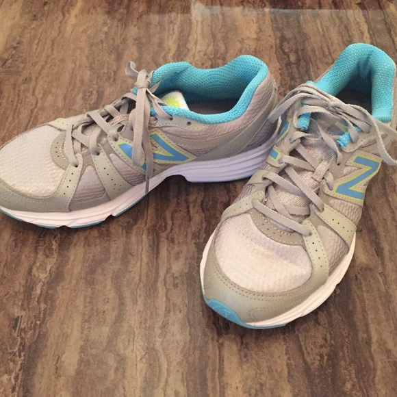 new arrival 4702a 9953a NEW BALANCE RUNNING 421 athletic shoes woman s 8.5.  M 584885fca88e7da75e070c7d