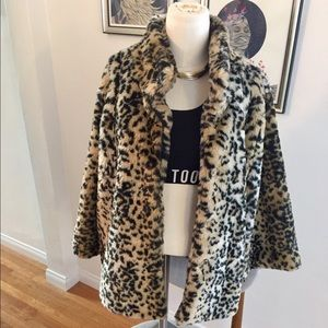 Tulle Jackets & Blazers - Warm and stylish leopard coat! Host Pick! 🤗