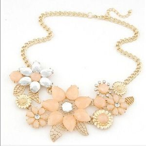 Large peach statement necklace flower choked new
