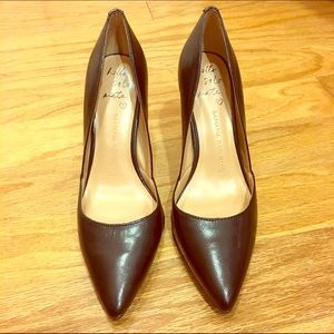 Banana Republic Classic Pointed Toe Pumps