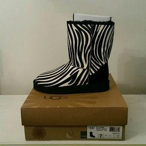 NWB Ugg women's Classic Short Exotic Zebra