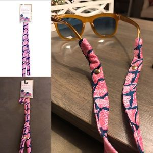 Lilly Pulitzer Accessories - NWT Lilly Pulitzer cute as shell sunglasses strap