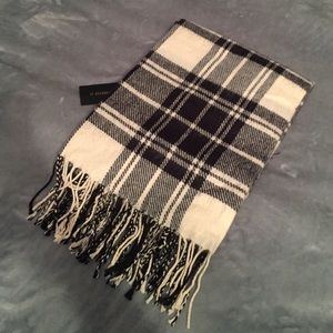 Forever 21 black and white plaid scarf