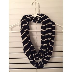 Aeropostale black and white scarf