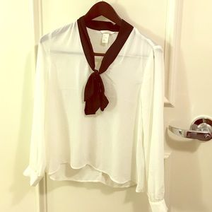 NWOT h&m black and white essential blouse