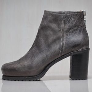Cult favorite Minimarket Embla sold out grey boots