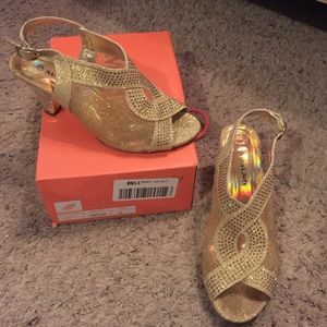 Mila Lady gold sequin sparkly shoes 7.5