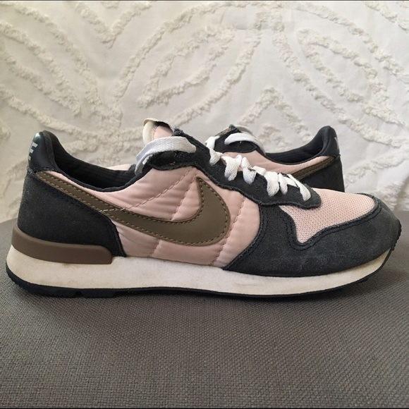 Old school Nike tennis shoes. M 58498974eaf03005d40283a1 485f24ab1531
