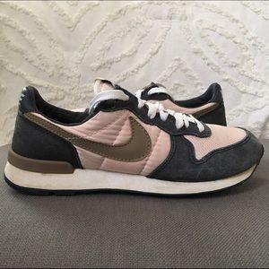 Pavimentación Al por menor Estadístico  Nike Shoes   Old School Nike Tennis Shoes   Poshmark