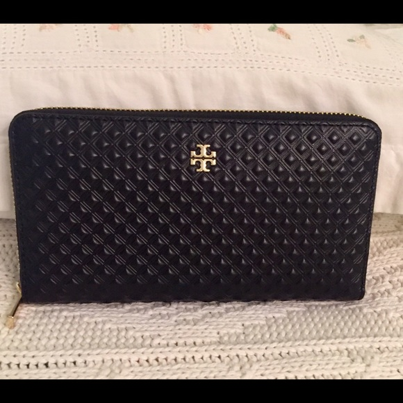 3c834dd2f7d7 Authentic Tory Burch Marion wallet